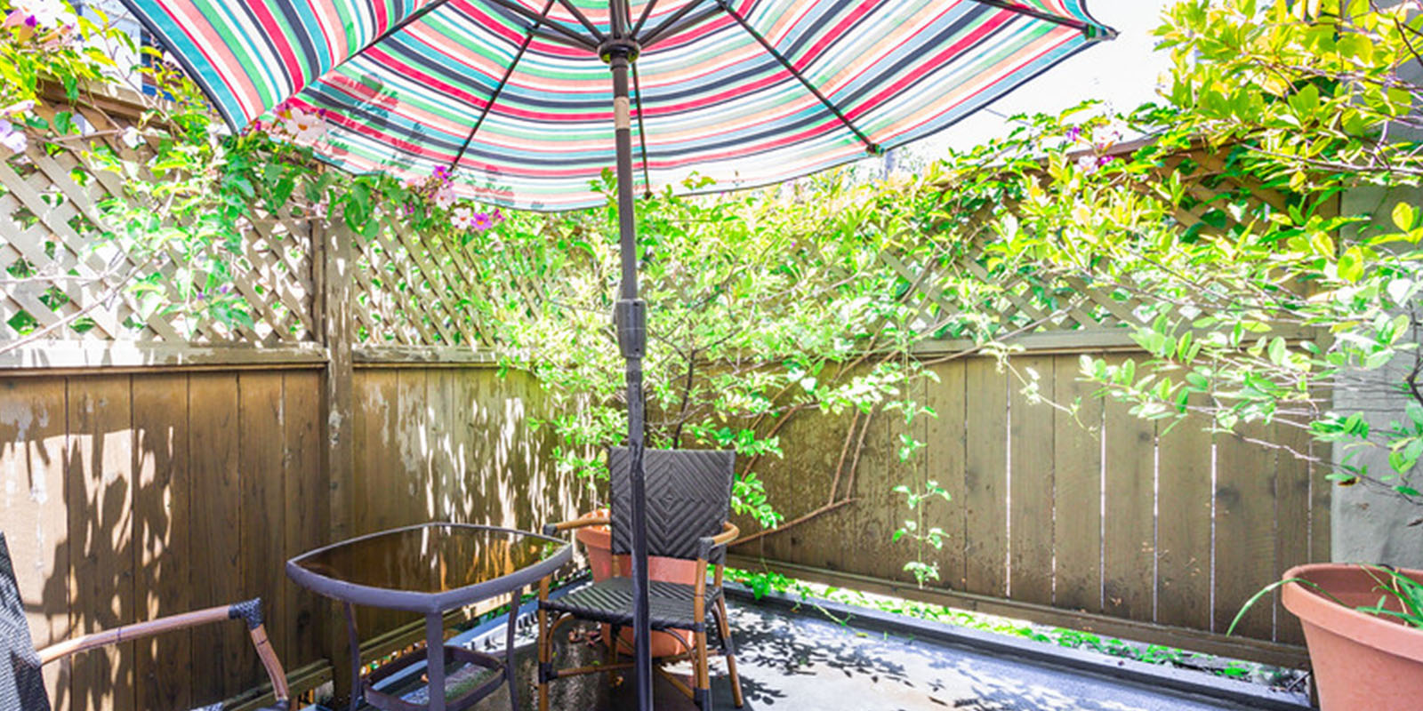 UNWIND AND ENJOY THE TRANQUIL SETTING OF A PRIVATE GARDEN PATIO