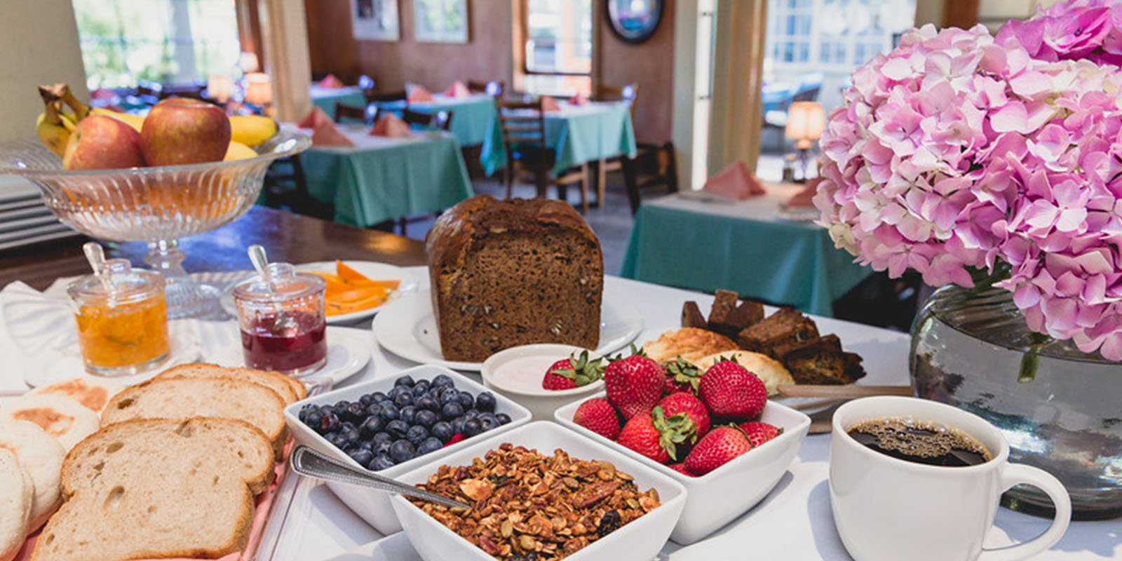 START THE DAY WITH A HOMEMADE CONTINENTAL BREAKFAST