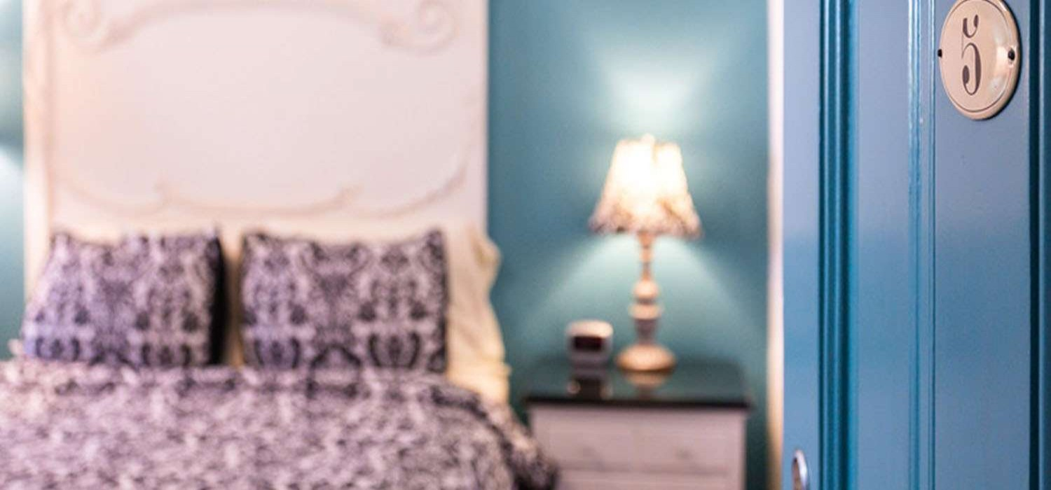 CHOOSE A UNIQUELY THEMED GUEST ROOM <br>FOR AN IDEAL SAN RAFAEL GETAWAY