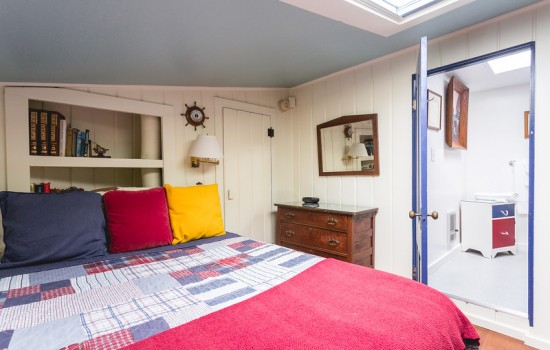 Welcome To The Panama Hotel - Captain's Cabin Bedroom